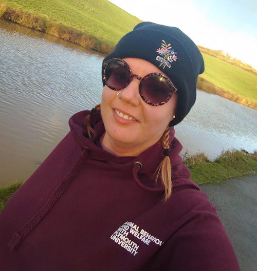 Amy running by river-fit tips: running-slimming world blog