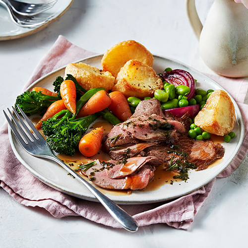 Roast lamb with carrots, broccoli, peas and roast potatoes – April shopping list-slimming world blog