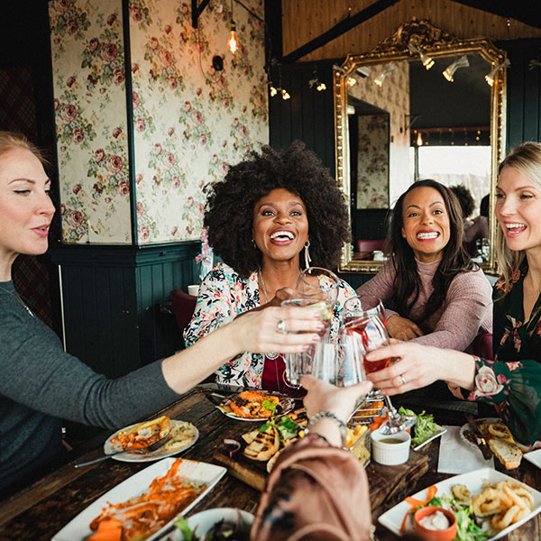 Slimming World dining out tips - a group of people dining out