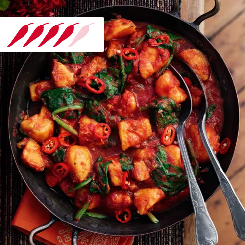 Spinach and sweet potato curry in black pot-slimming world curry recipes